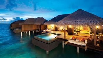 Sunset Ocean Suite mit Pool