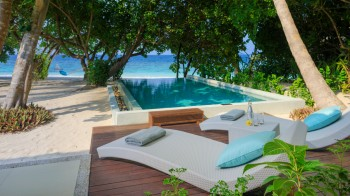 Deluxe Beach Villa mit Pool