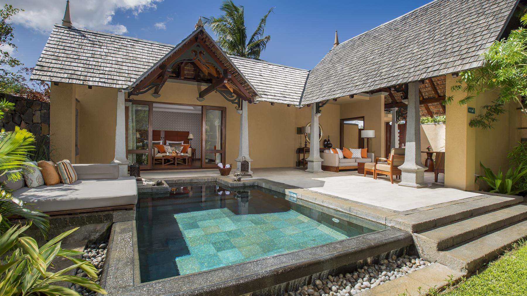 Maradiva Beachfront Luxury Suite Villa