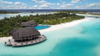 Hi_ADHI_69178465_Lagoon_aerial_Anantara_Dhigu_Anantara_Veli_and_Naladhu (Copy)
