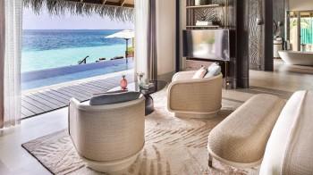 Water Villa mit Pool
